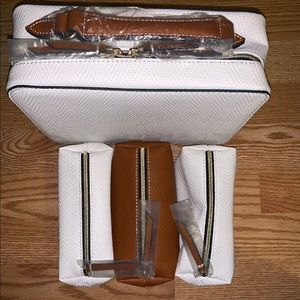 ESTEE LAUDER White Faux Leather Travel Cosmetic